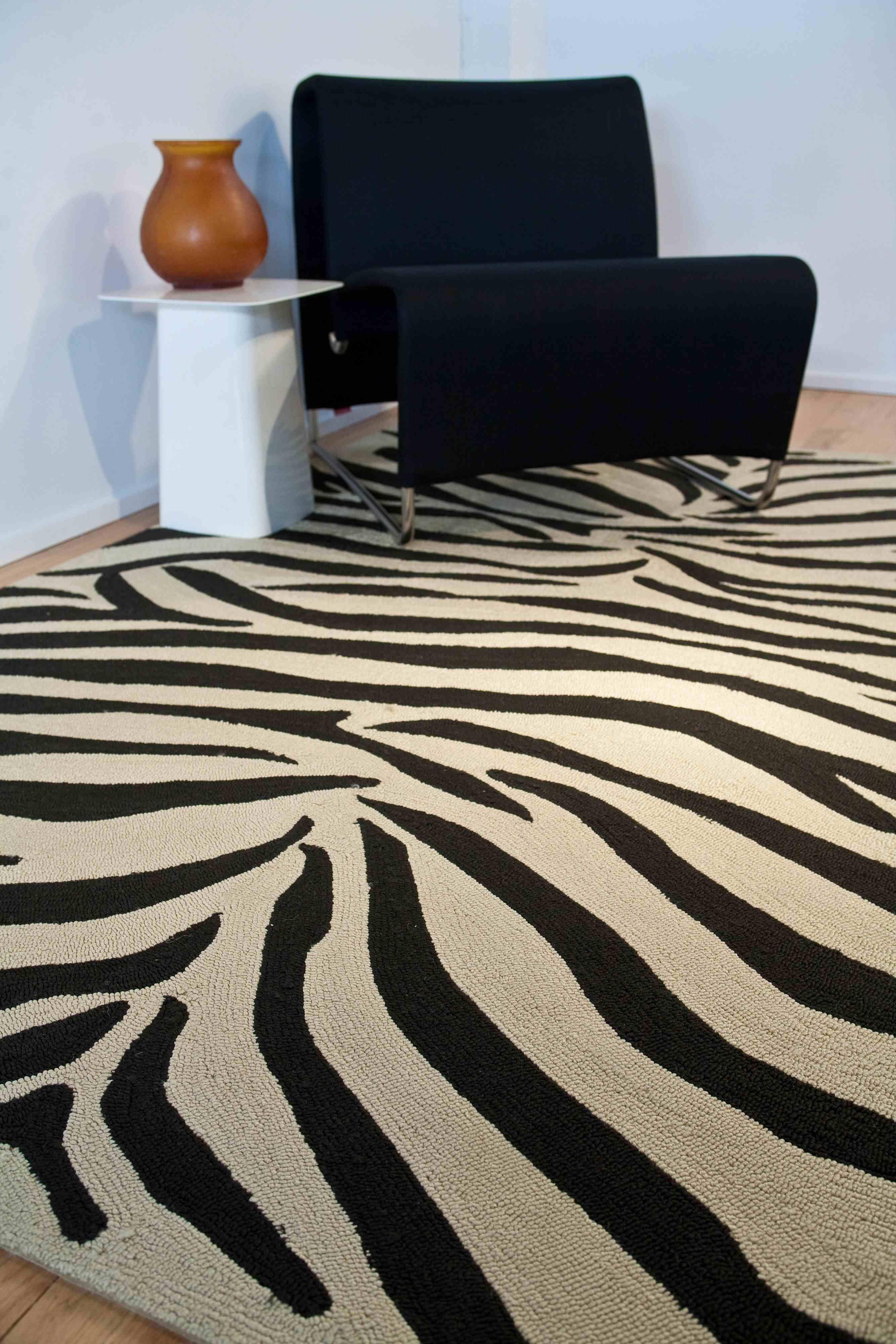 Party lines rug by jaipur is striking