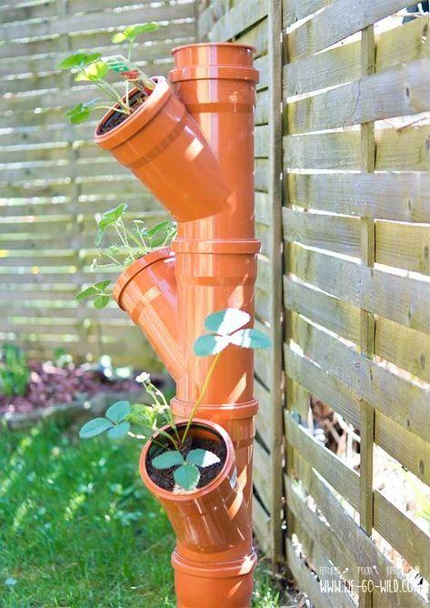 Erdbeerturm selber bauen: In nur 4 Schritten zur DIY Erdbeersäule #kräutergartendesign