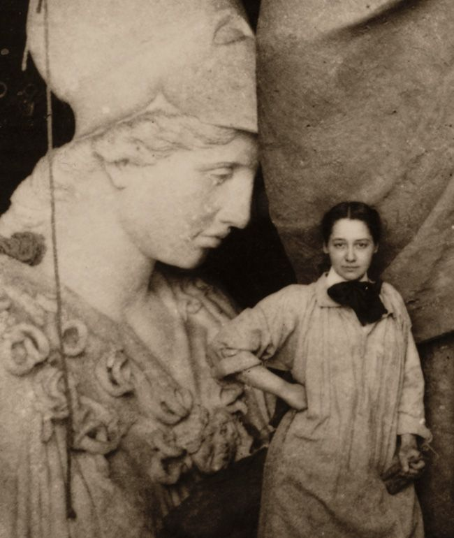 Enid Yandell with Pallas Athena, 1896/ unidentified photographer. Enid Yandell papers, 1878-1982. Archives of American Art, Smithsonian Institution.