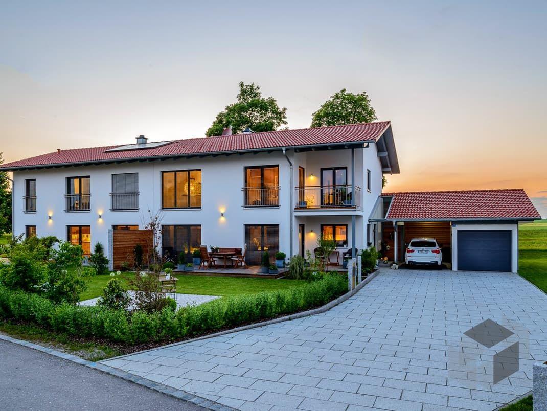 Obing von Albert Haus Wohnfläche gesamt160,32 m² Zimmeranzahl 9   Mehr Infos einholen auf der #Fertighaus.de Webseite: https://www.fertighaus.de/nutzung/doppelhaus/?utm_source=Pinterest&utm_medium=Pinterest&utm_campaign=Doppelh%C3%A4user&utm_content=Doppelh%C3%A4user  Doppelhaus, Zweifamilienhaus, Haustypen, Barrierefrei, Hausbau, Luxushaus, Familienhaus  www.fertighaus.de