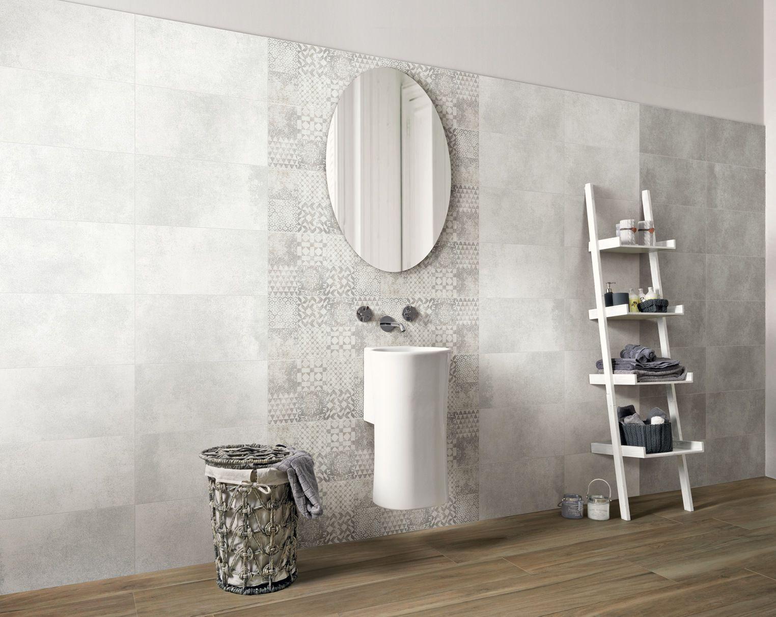 Una striscia di decori che richiamano in chiave moderna le cementine e un pavimento in gres - Decori per bagno ...