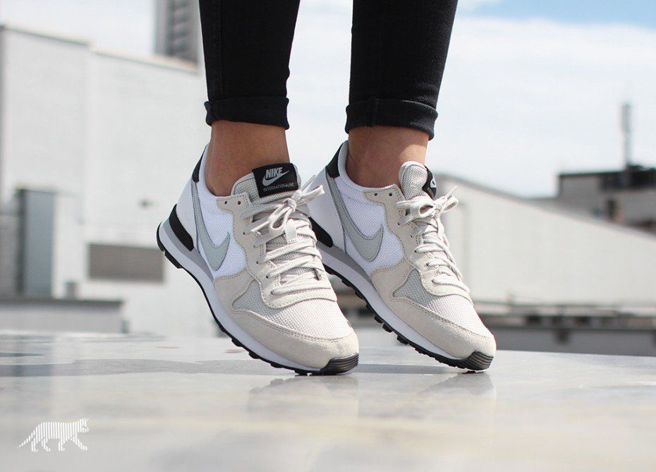 Nike wmns Internationalist (Light Bone   Grey Mist - White - Black)  Turnschuhe Nike 8006a051ae