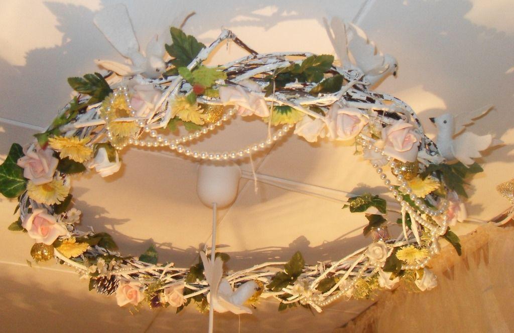 #decoupage веночек из лозы под потолком из лозы, украшенный цветами и фетровыми птицами.