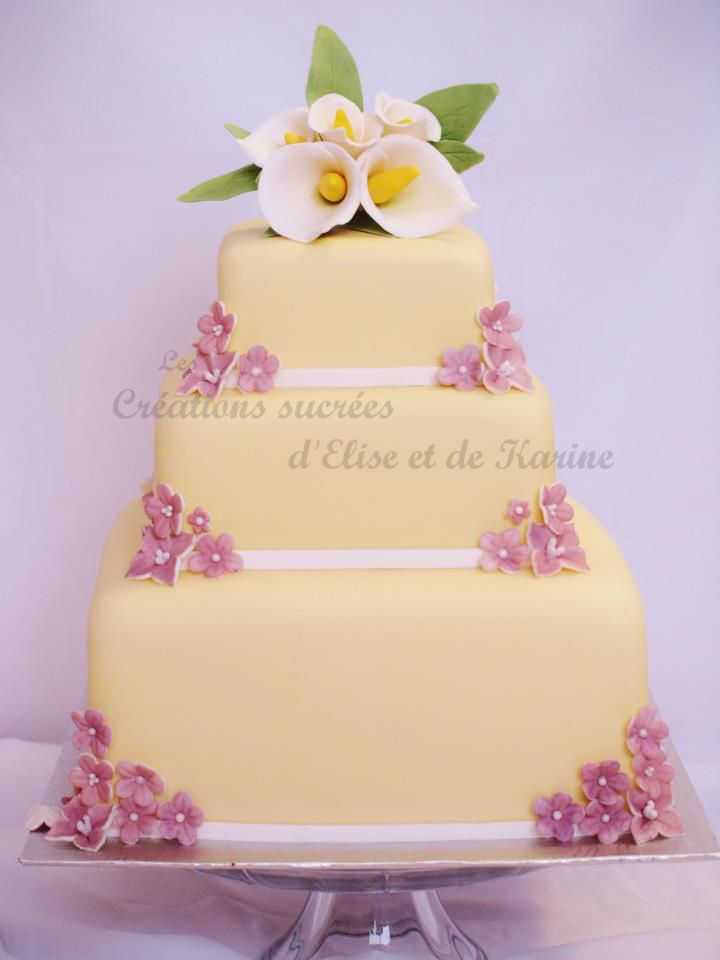 Calla and lavender spring flowers wedding cake - Vanilla cake with chocolate-hazelnut buttercream.