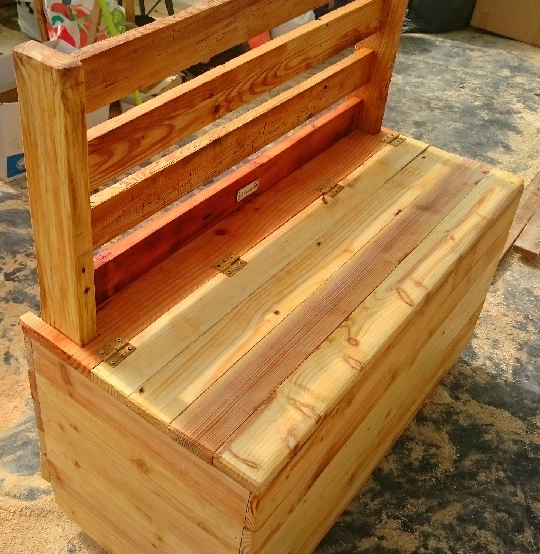 Banc coffre avec 2 roulettes à l'arrière (avec images) | Meubles en bois de palettes, Banc ...