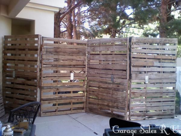 Diy pallet board wall garage sales r us i actually for Diy pallet privacy fence
