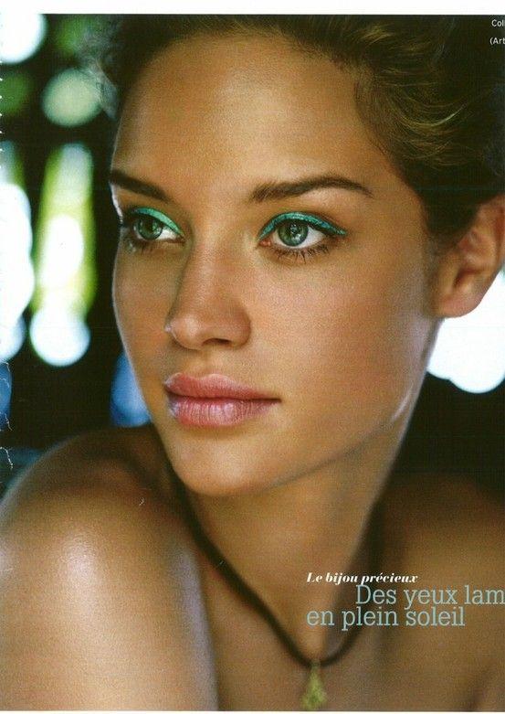 Glitter eye makeup #labella2029 | Artistry makeup, Glitter