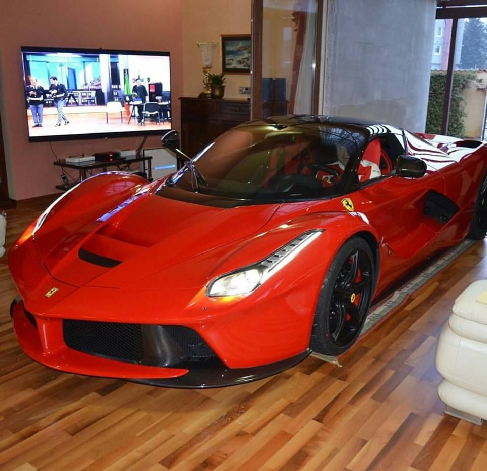 auto in huis 2
