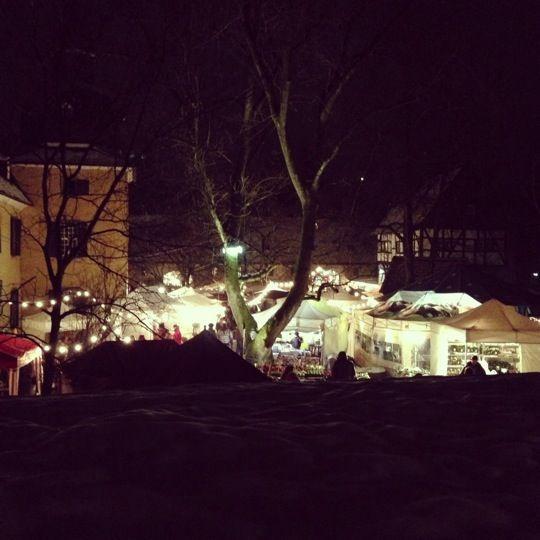 """Schloss Lüntenbeck """"Zimt, Glanz und Vivaldi"""" Weihnachtsmarkt auf Schloß Lüntenbeck.  Ein kleiner aber feiner Weihnachtsmarkt mit viel Charme lädt am 03.12 und 04.12 sowie am 10.12 und 11.12 zum gemütlichen Weihnachtsgeschenke-Shopping ein."""