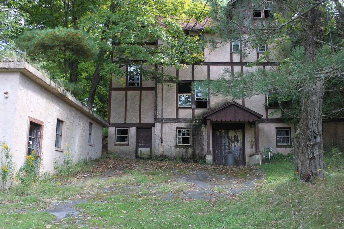 Grossinger' Borscht Belt Resort Sits Abandoned