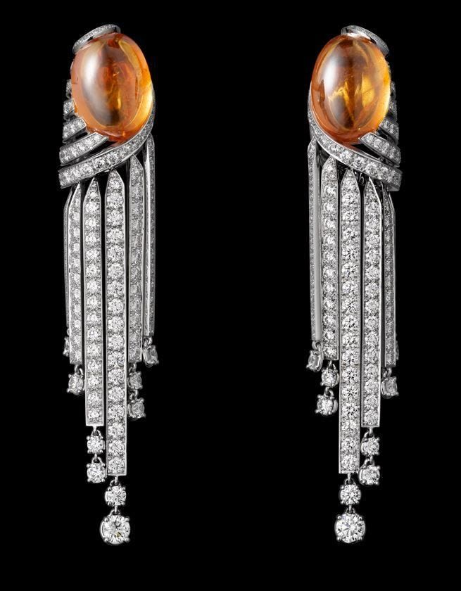 CARTIER African Influences – High Jewelry Earrings White gold, two cabochon-cut mandarin garnets of 24.21 ct