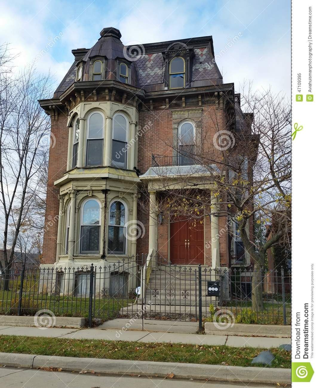 Detroit Old Brick Victorian Home Style Downtown Michigan Many Surrounding Homes Have Been Abandoned Demol Victorian Homes Exterior Victorian Homes House Styles