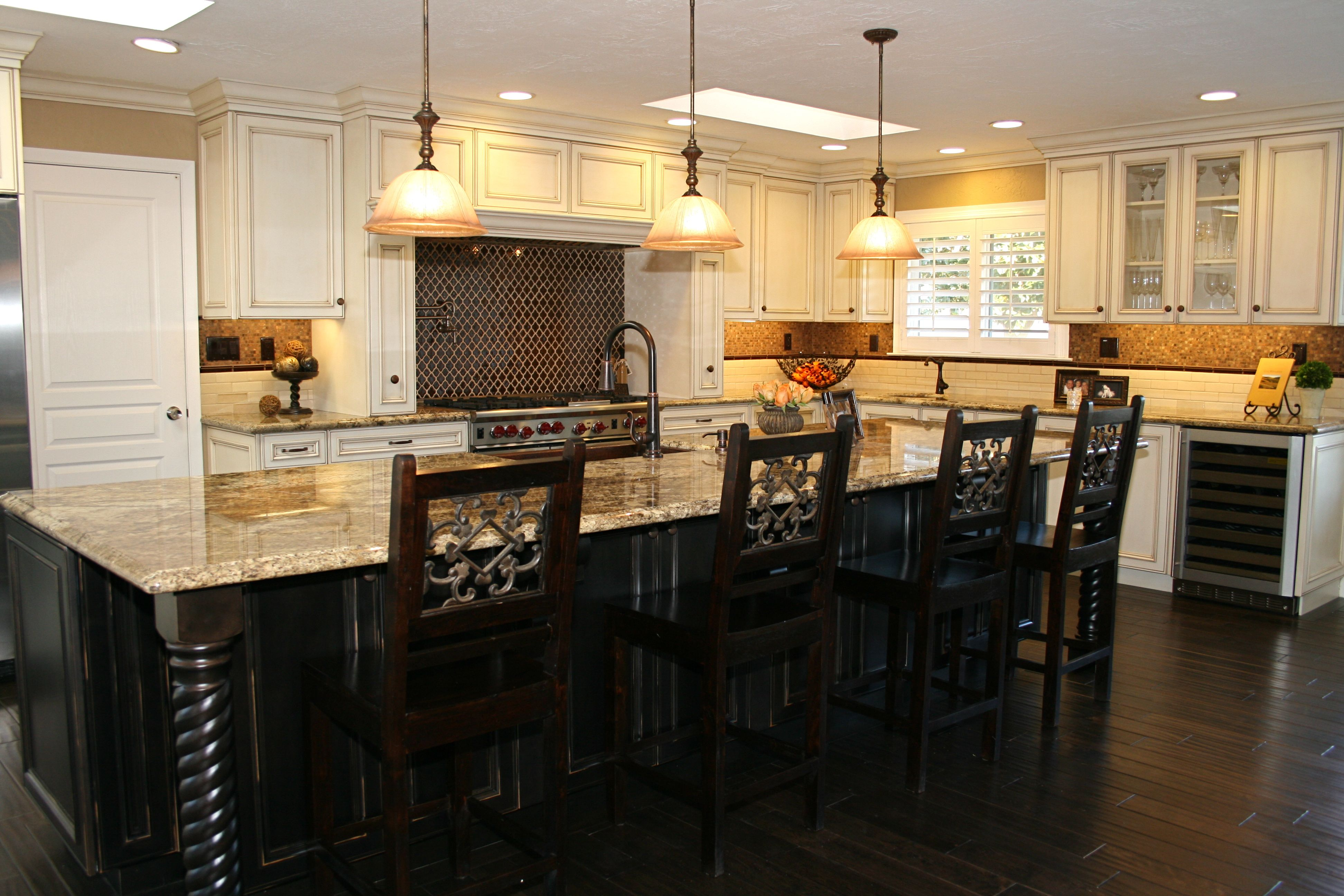 Dark brown wood floor light bronze tail over brown tile for Black island white kitchen cabinets