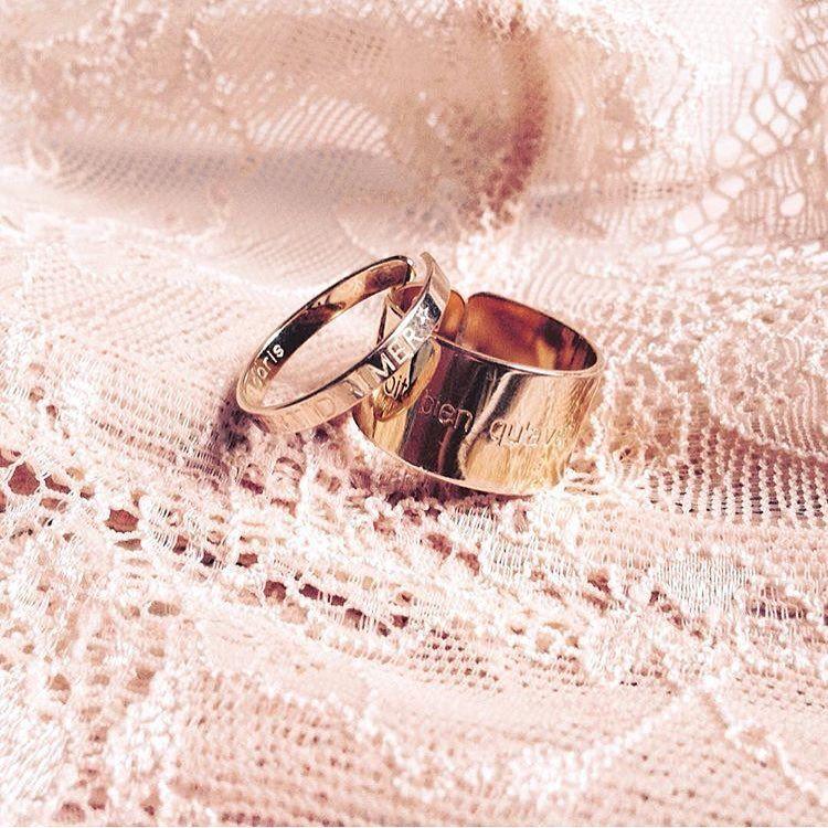 Bagues ajustables • avec messages gravées • Postez vos photos de bijoux @delphinepariente (avec le tag #delphinepariente) et gagnez la valeur du bijou photographiée en bon d'achat dans nos boutiques à Paris et à Biarritz, si votre photo est repostée • bonne chance • Bravo @phlauryianne #delphinepariente #paris #biarritz #btz #jewelry #jewels #medals #message #personalized #ring #gold #bijoux #love #forever #registred