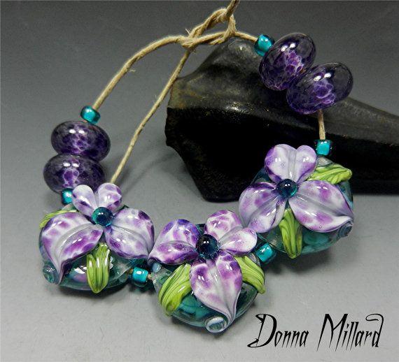 Giglio di LAMPWORK Beads SRA scolpiti fiori di DonnaMillard