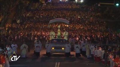 Processione del Corpus Domini, un fiume di persone per le vie di Roma - #CorpusDomini #PapaFrancesco #NewEcclesia