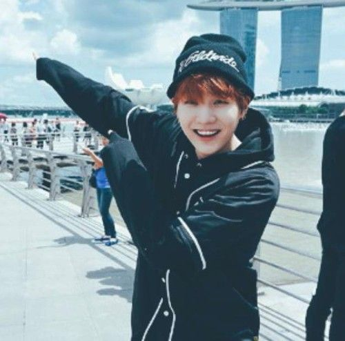 #Suga sweaters paws and smile are killing me <3