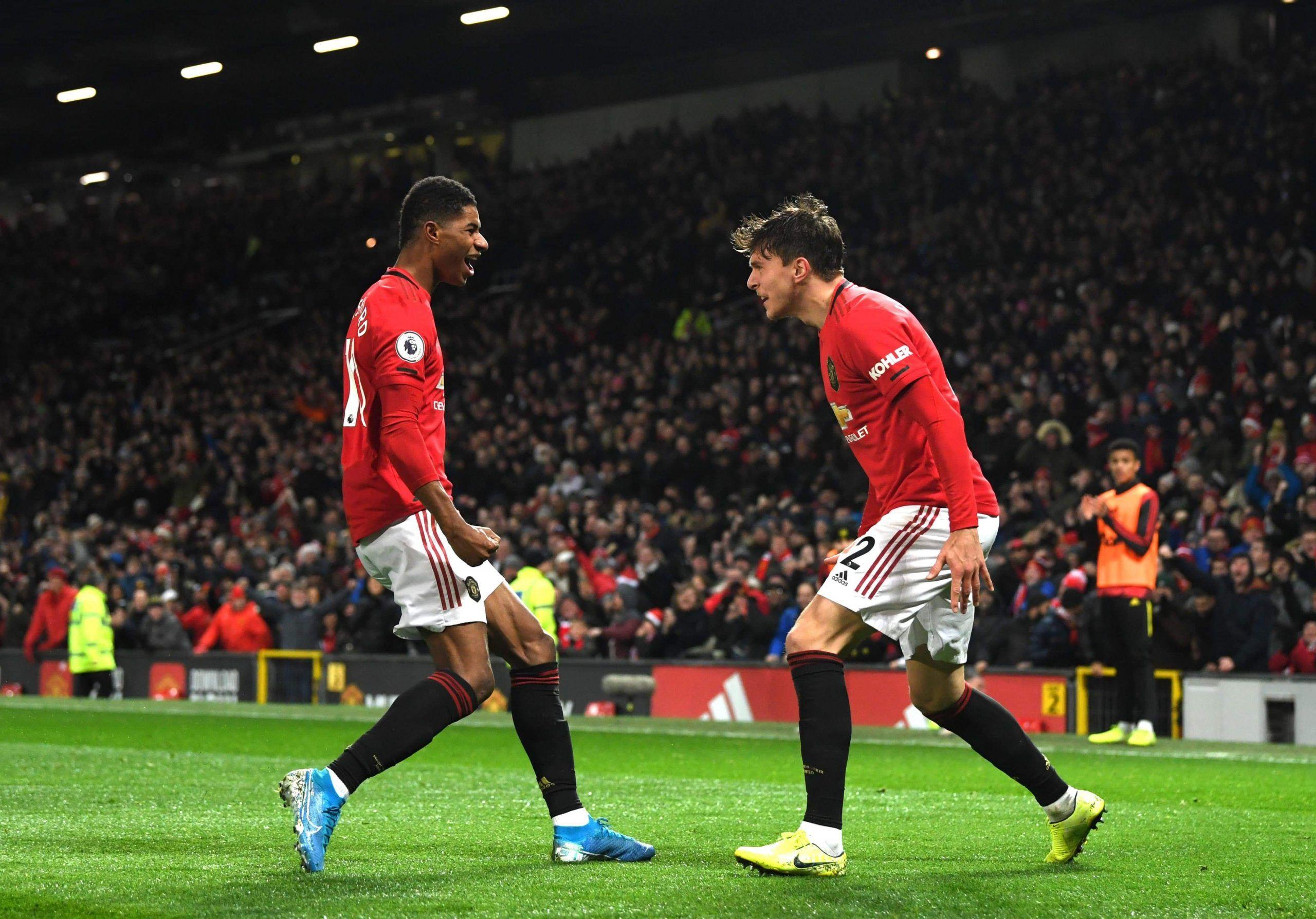 تعادل فريق مانشستر يونايتد أمام نظيره أستون فيلا بنتيجة 2 2 فى اللقاء الذى يجمع الفريقين حالي ا على ملعب أولد ترافو Manchester United Aston Villa Manchester