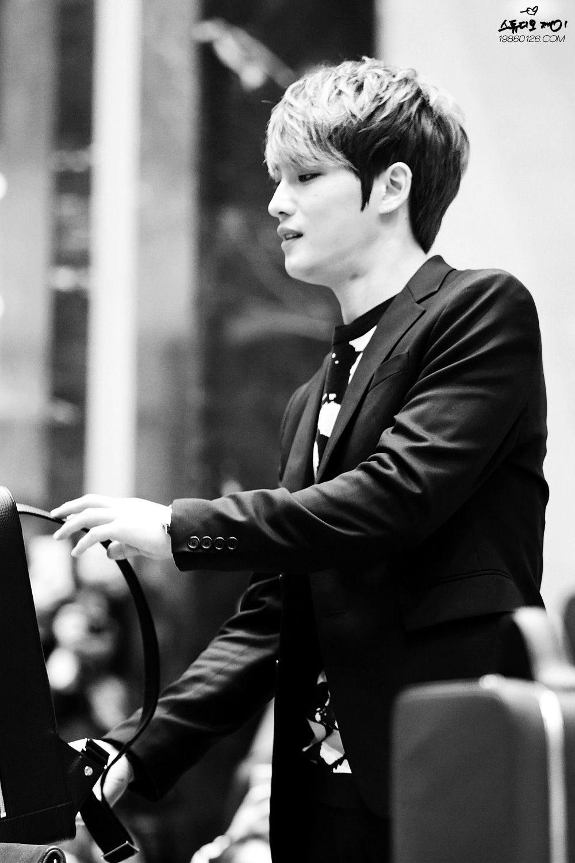 Art Director Kim Jaejoong (JJ Dear) for Moldir at Busan ❤️ JYJ Hearts