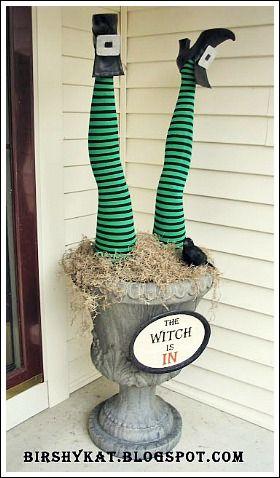 13 Spooky Halloween Yard Decor Ideas Pinterest Halloween yard - scary halloween outdoor decoration ideas