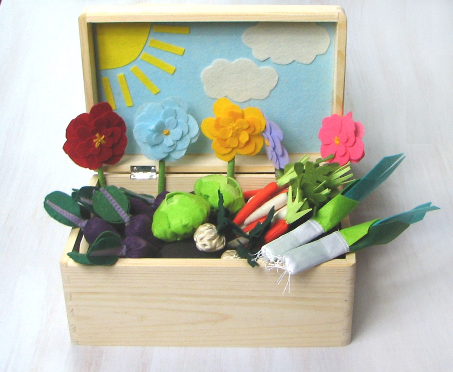 Sunny Felt Fabric Vegetable Garden Play Set, Toy MiniGarden, Pretend Food Veggies Big Set Box For Kids Little Gardener Vegetable Patch - pinned by pin4etsy.com