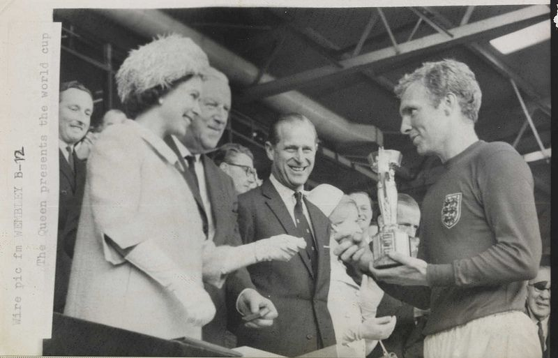 The Queen Presents The 1966 World Cup To England Captain Bobby Moore England World Cup Squad England National Football Team 1966 World Cup