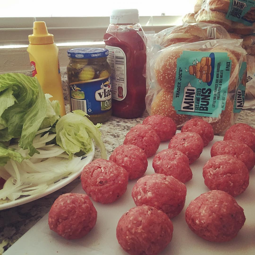 Prepping! #miniburgers #meatlover #mealprepsunday #sundayfunday #familytime #yesicancook by mxkrew_mari