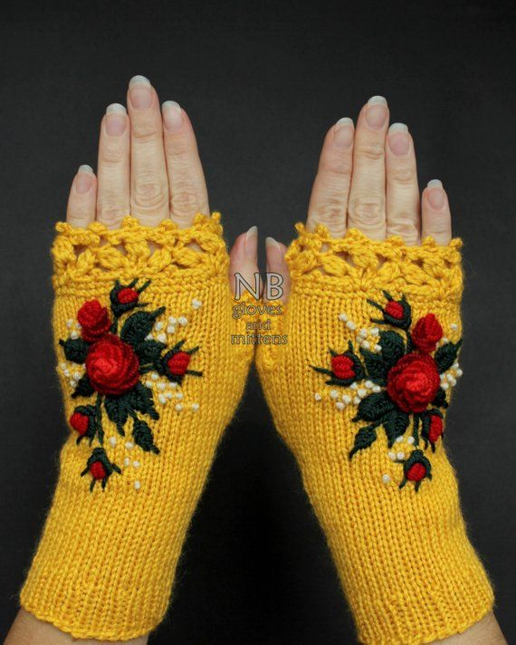 Guantes amarillos con rosas rojas, guantes sin dedos de punto, rosas rojas, guantes y mitones, ideas de regalos, para ella, accesorios de invierno, mujeres