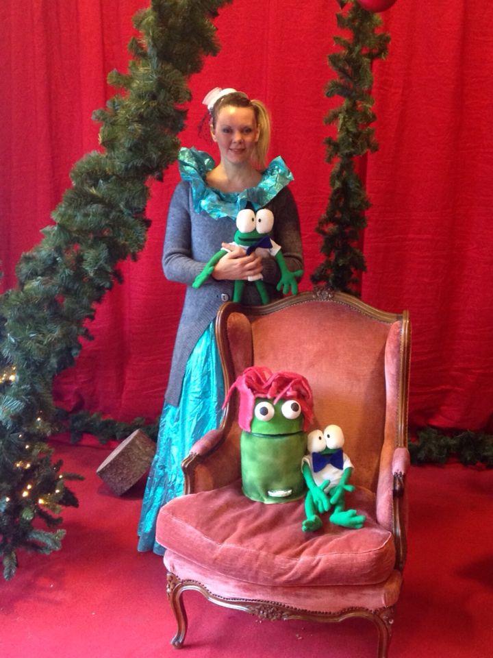 Fata Della Sbadatella, Frosch la rana, mascotte del Centro Commerciale FourYou e Bidonzolo, aspettano Babbo Natale.
