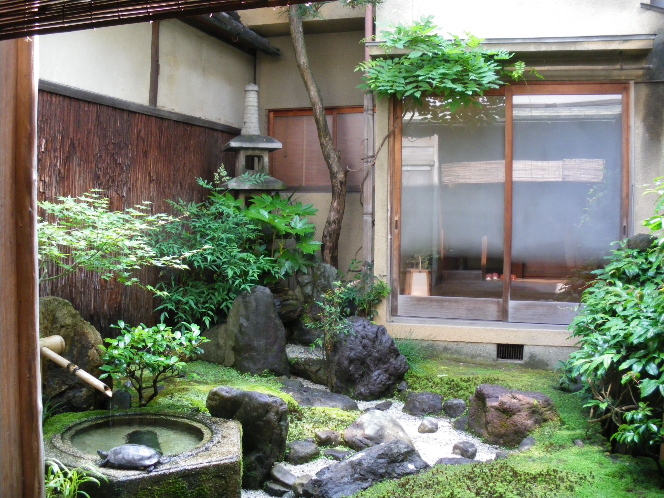 In The House Of Akira Kurosawa Kyoto Japanese Garden Asian Garden Minimalist Garden