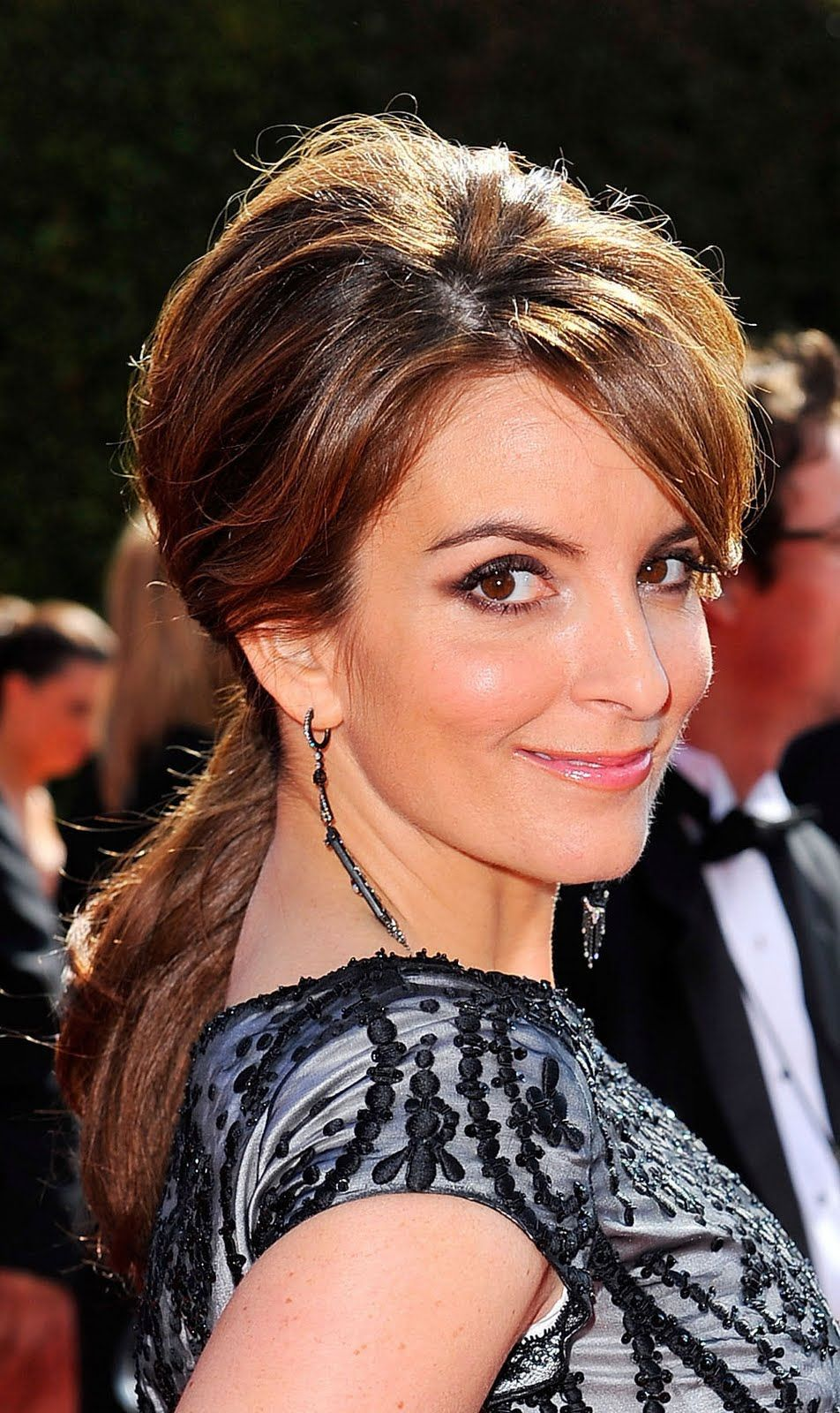 Tina Fey Tina Tv Series Hairdo Hairstyle Actress Famous Party Hairstyles Holiday Party Hair Christmas Party Hairstyles