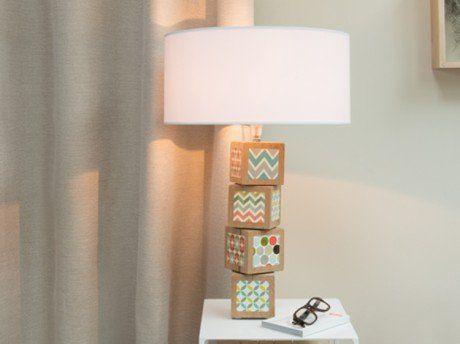 Diy Creer Une Lampe Avec Des Cubes De Bois Leroy Merlin Lumieres En Bocaux Cube En Bois Lamp