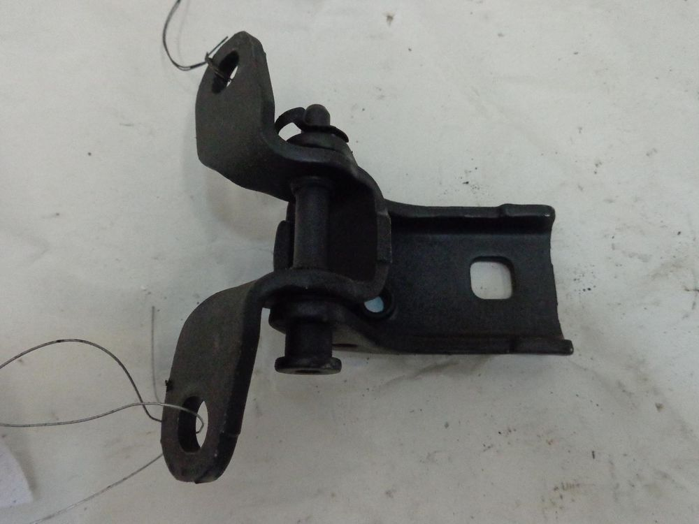 Ford Escape Right Front Upper Door Hinge Passenger Side 7l8z7822800a 01 02 03 04 Ford Door Hinges Ford Used Car Parts