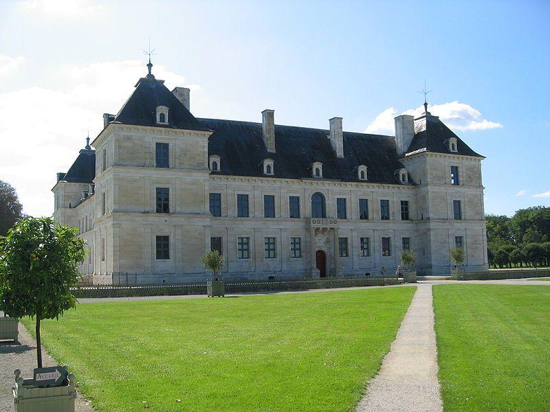Château d'Ancy-le-Franc 01 - Histoire de la Bourgogne — Wikipédia