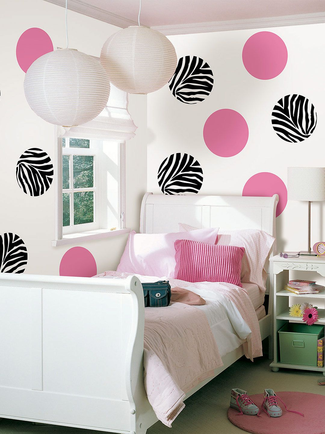 I Love These Zebra Dot Accents On The Wall Perfect Print Decor