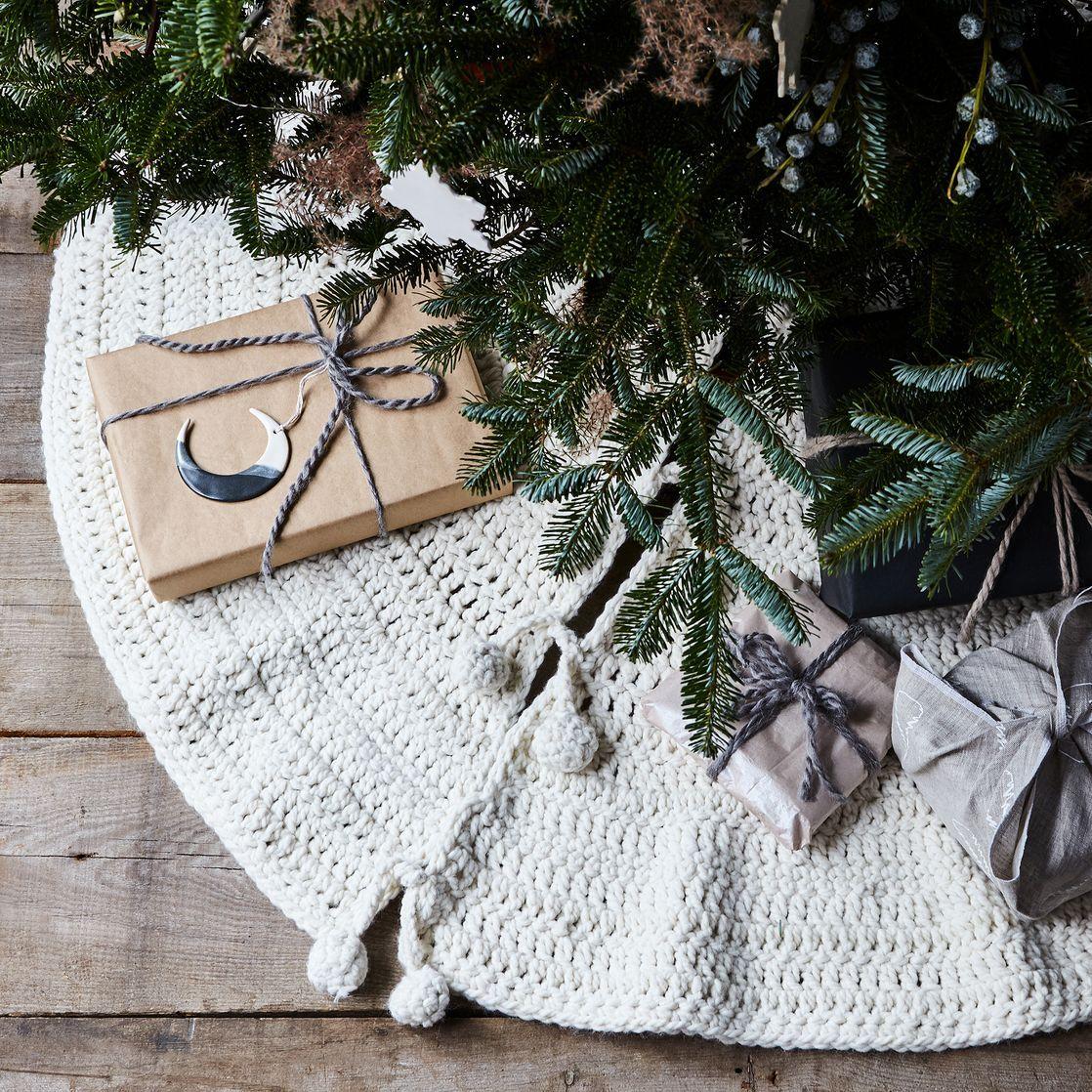 Hand-Crocheted Tree Skirt | Crochet tree skirt, Crochet tree and ...
