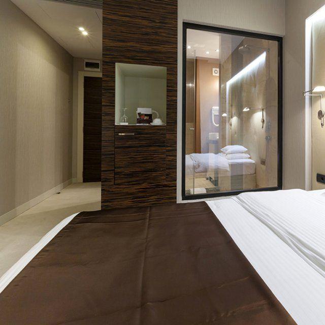 6 suites parentales aux salles de bains sublimes master. Black Bedroom Furniture Sets. Home Design Ideas