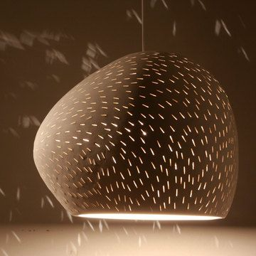 Ceramic artist Sharan Elran created this pendant lamp from ...