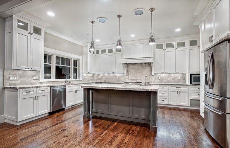Beyaz mutfaklar mutfağınızın görünümünü ve kalitesini değiştiren eşsiz bir kabiliyete sahiptir. Kusursuz bir mutfak için dekorasyon fikirlerinden bolca ilham alabilir ve hayalinizdeki mod #greykitcheninterior