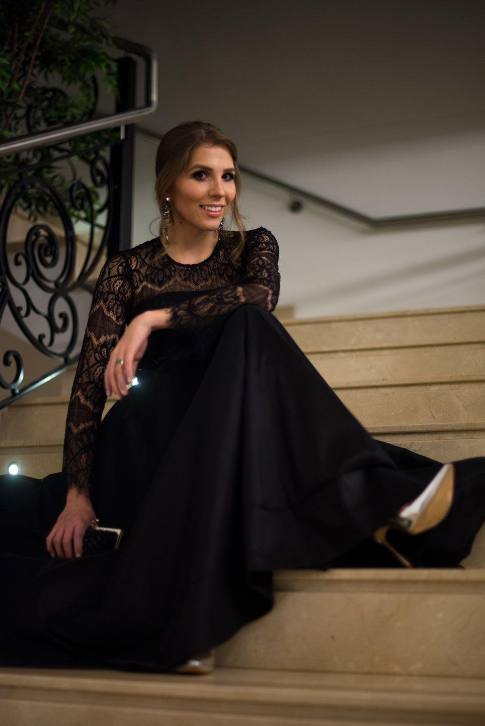 Look - Lady in Black | SulianeVieira.com |   Top Zara Saia mandei fazer Sapato Schutz Bolsa vintage Brinco tinha guardado há anos sem usar, não sei a marca