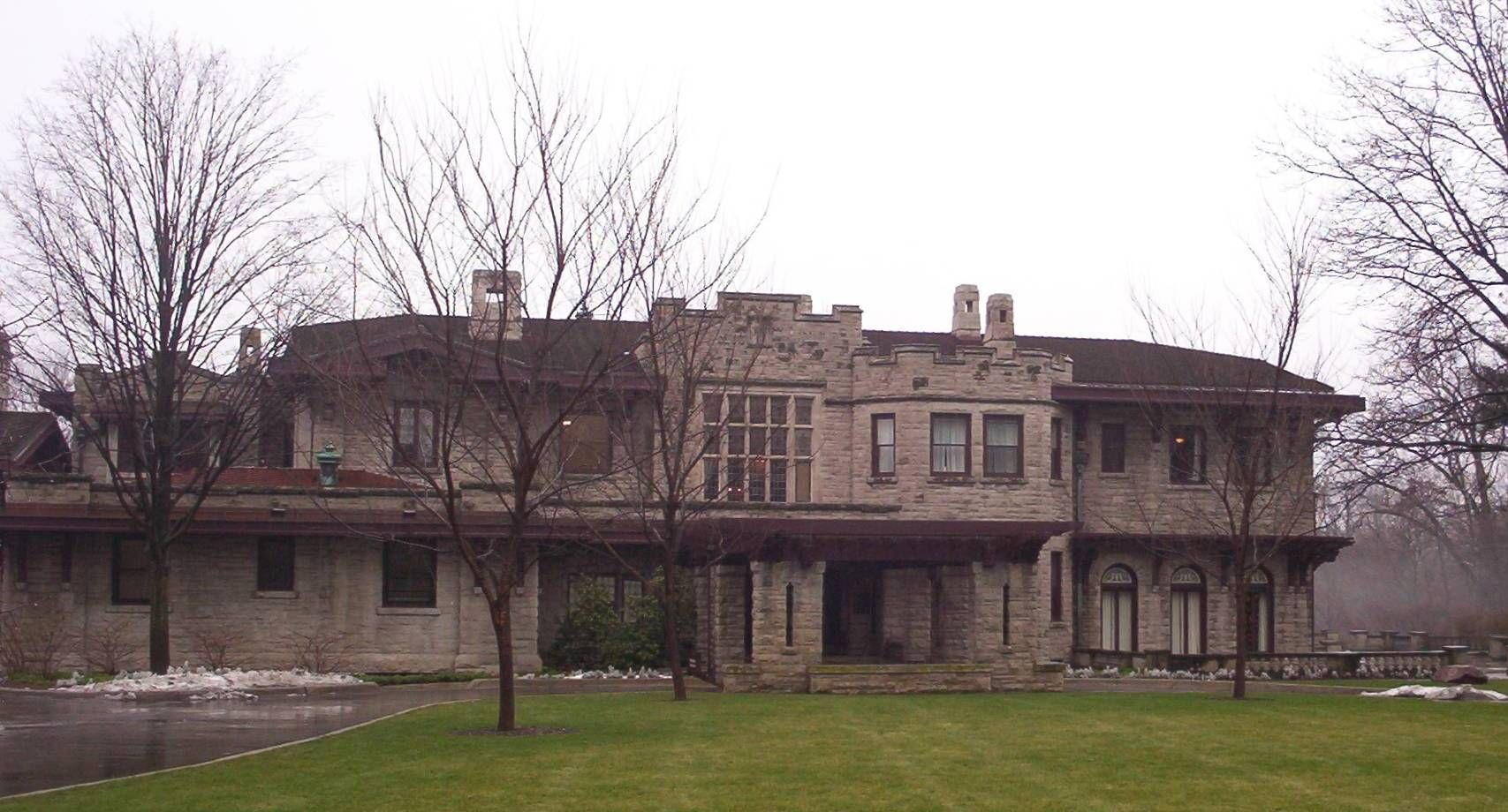 The Front View Of Henry Ford S Fair Lane Estate Dearborn Mi It Looks A Bit Scruffy In The Winter But It Is E American Castles Dearborn Michigan Usa Castles