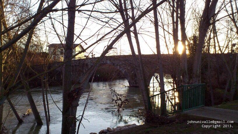 Puente sobre el río Arga.