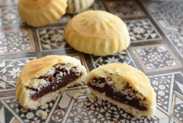 طريقة عمل كعك العيد بالتمر الطري طريقة Middle Eastern Desserts Arabic Sweets Recipes Sweets Recipes