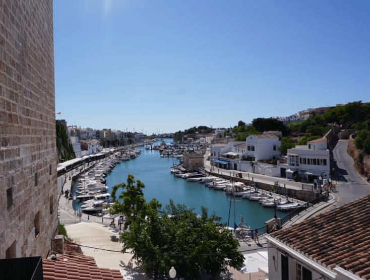 Der Hafen Von Ciutadella Auf Menorca Hier Speist Das Spanische Konigspaar Menorca Sommerurlaub Mallorca