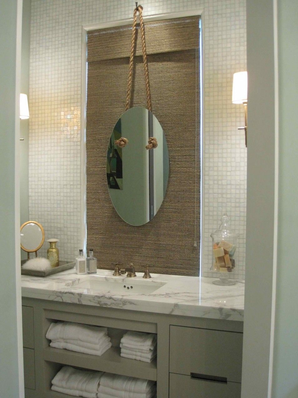 Elegant Coastal Bathroom Decor Ideas In Small Cottage Design