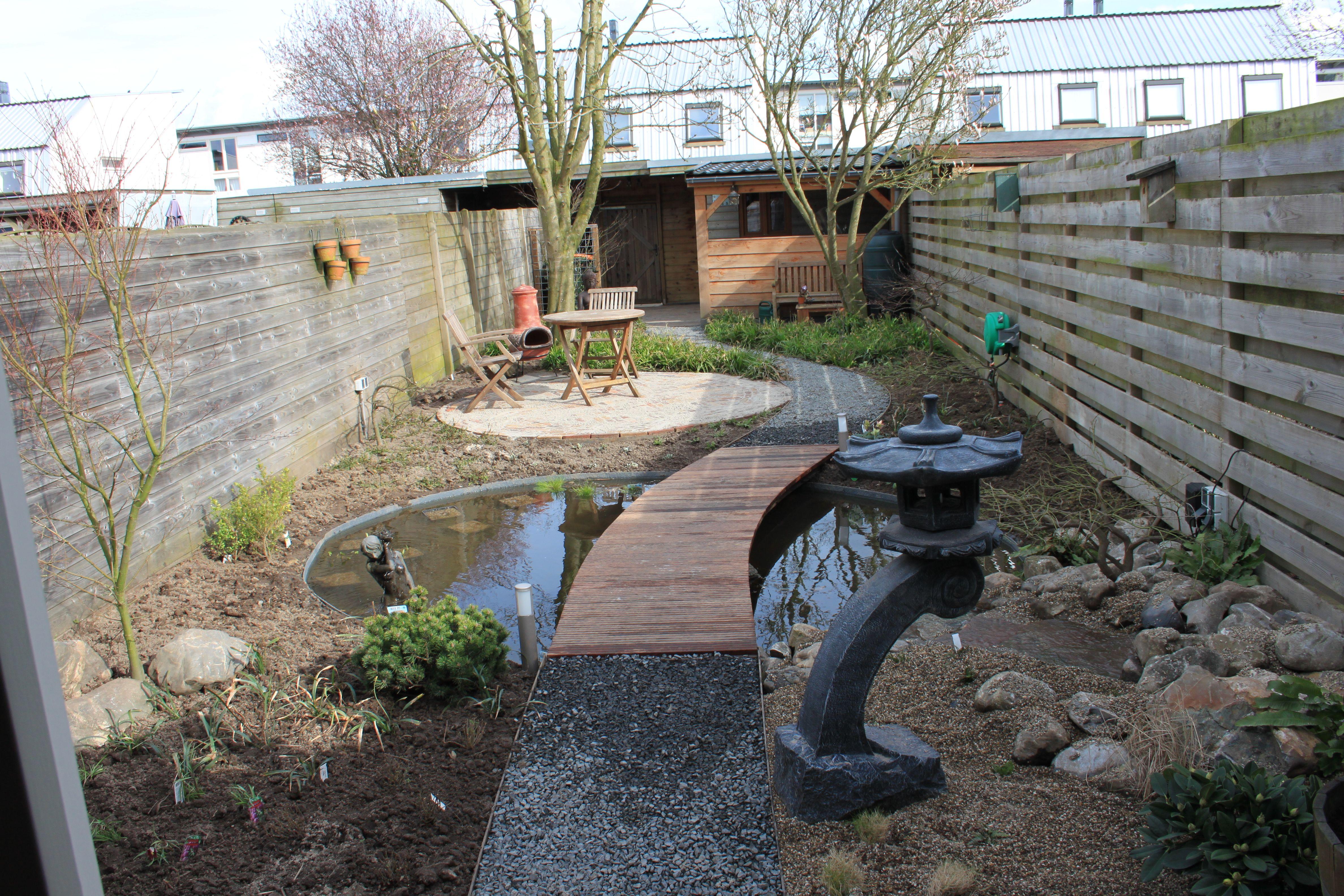 Verhoogde vijver met brug photo tuin vijver t for Zwemvijver benodigdheden
