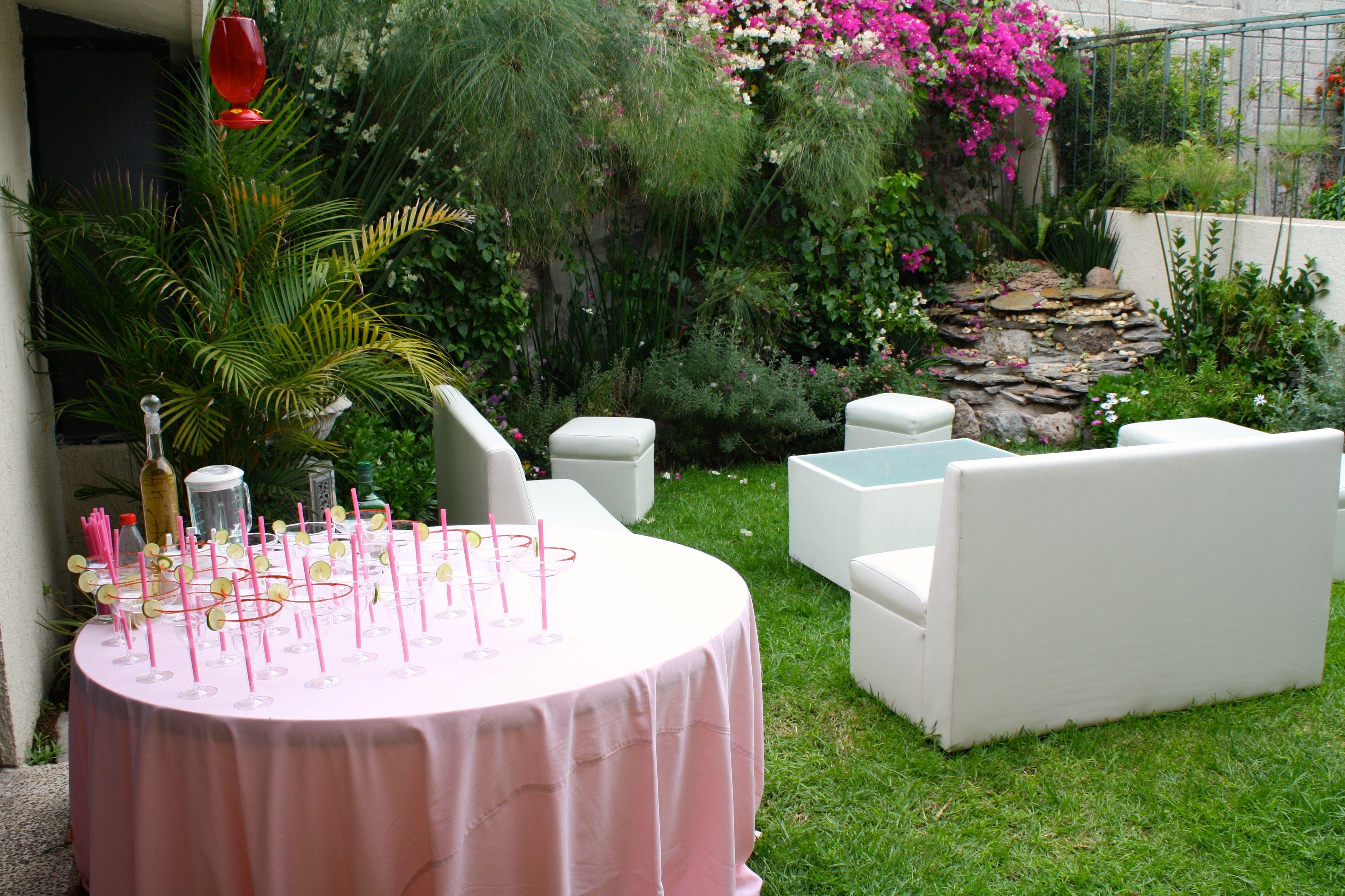 PINK PARTY Recepción con margaritas antes de entrar a la fiesta