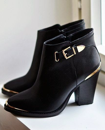 ddfe7f3d9da The Vogue Fashion  Steve Madden Black and Gold Boots