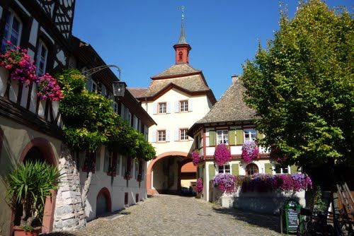 Historische Altstadt mit Stadttor, Burkheim