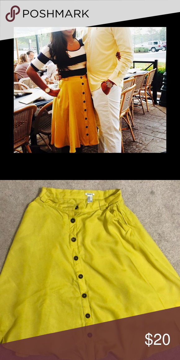 075d21305 Yellow button skirt Forever 21 Forever 21 button down yellow skirt Forever  21 Skirts Midi